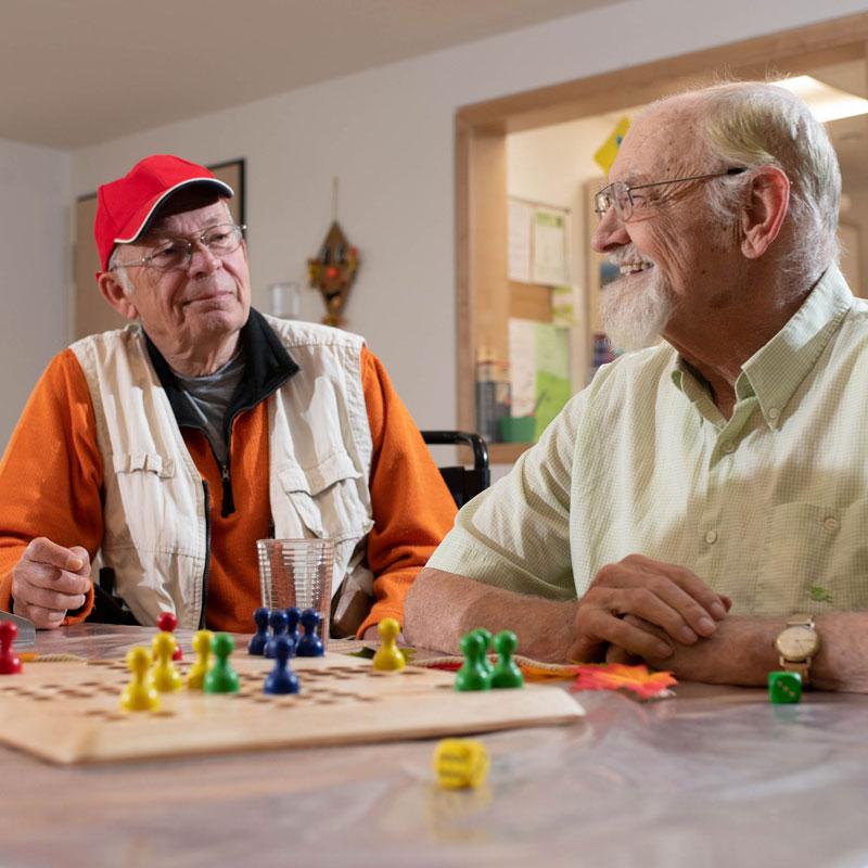 Spiele in der Wohngemeinschaft des Sozialen Zentrum Calden der Werk-Hilfe