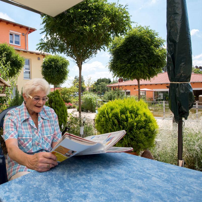 Terrasse betreutes Pflegewohnen des Sozialen Zentrum Espenau der Werk-Hilfe